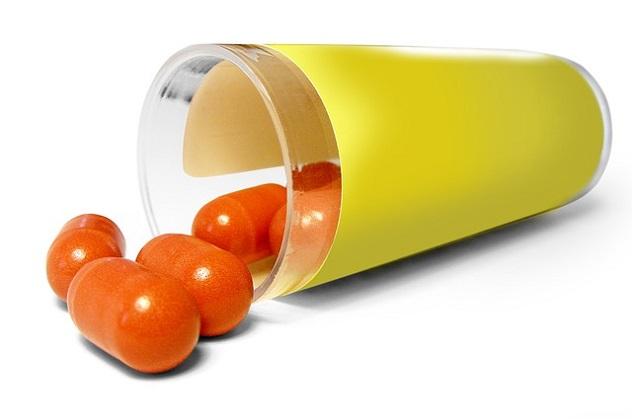 Таблетки высыпанные из банки