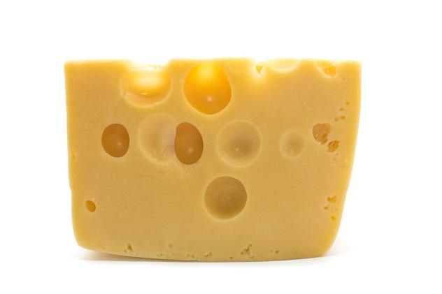 Кусочек сыра с дырками