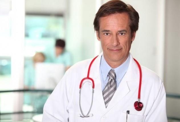 Мужчина врач в больнице