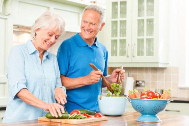 Лечение хронических запоров у пожилых людей включает коррекцию питания