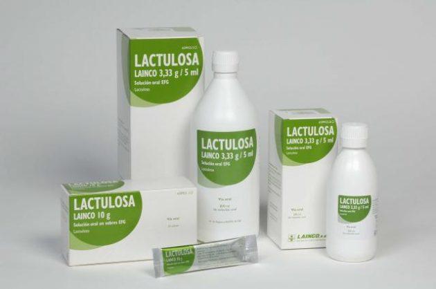 При лечении атонического запора может назначаться Лактулоза