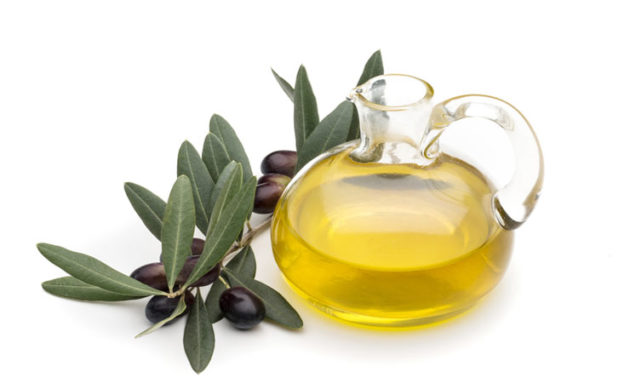 Оливковое масло применяется как народное средство для лечения анальных трещин