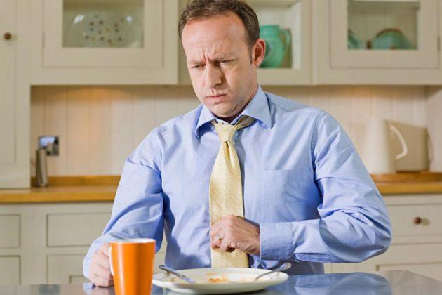 Гиперплазия желудка проявляется болями, тошнотой, изжогой