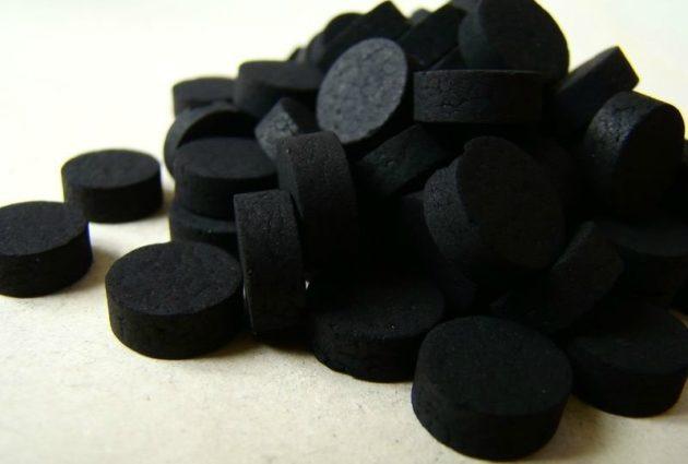 Активированный уголь может быть назначен детям при пищевом отравлении