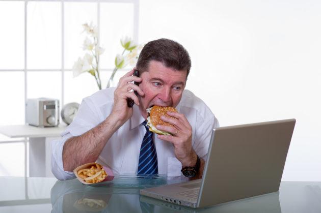 Симптомы кишечной диспепсии могут быть вызваны неправильным питанием и стрессами