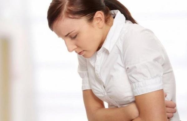 Резкая боль - симптом кровотечения при язве желудка